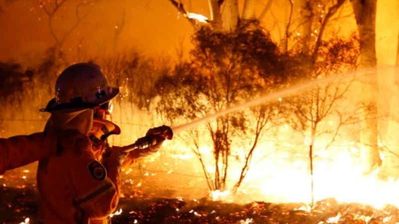 Australia battles worst wildfires in 30 years