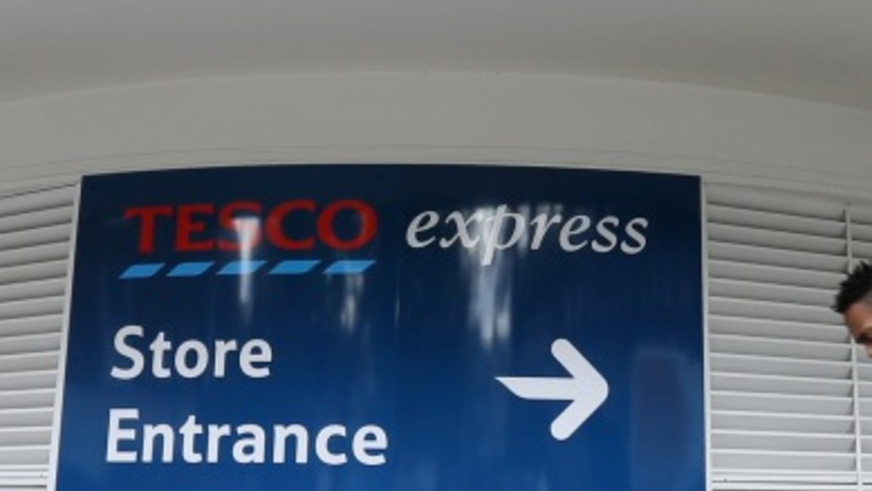 Tesco cuts costs to fight rivals