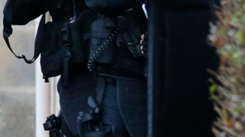 Hostage siege in French manhunt