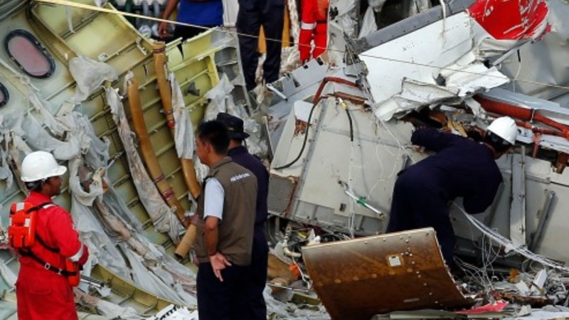 Black box pulled from AirAsia wreckage