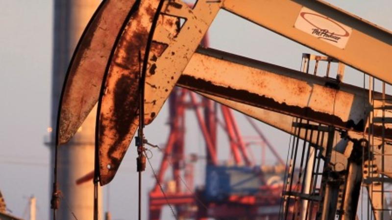 Americans favor U.S. crude exports: poll