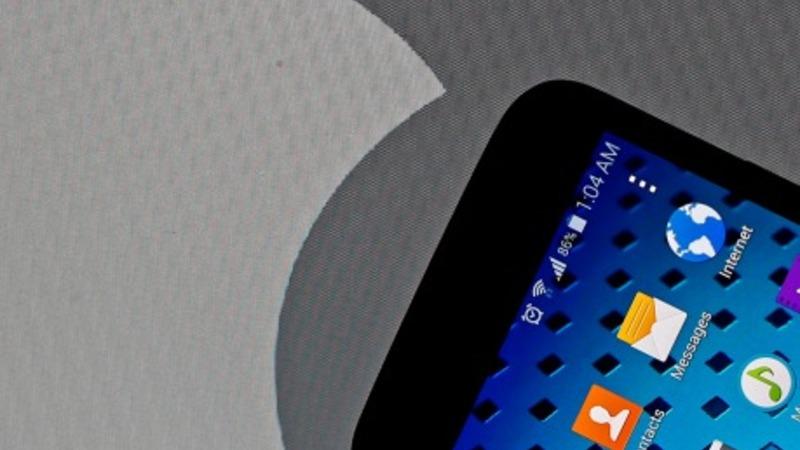 Mobile sales slump sinks Samsung profits