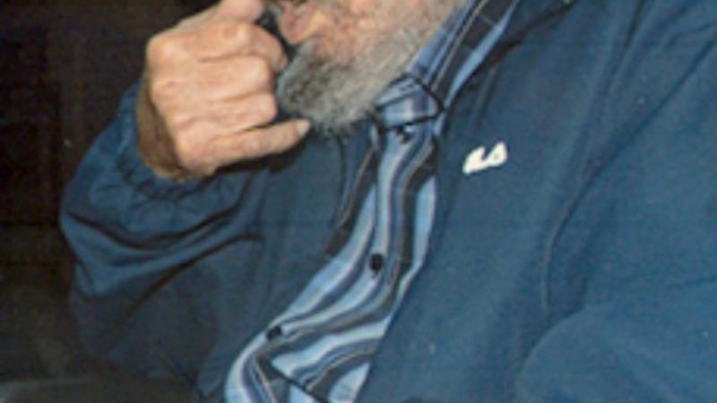 Fidel Castro appears in rare photos
