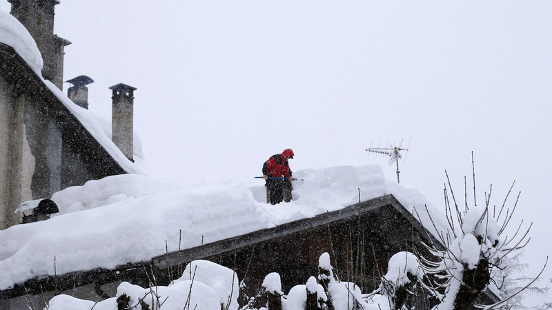 Blizzard hits northern Italy