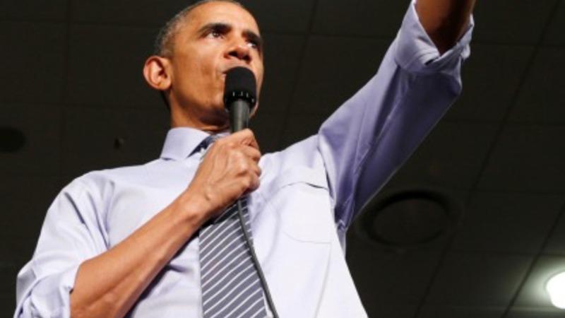 Obama practises the perfect selfie