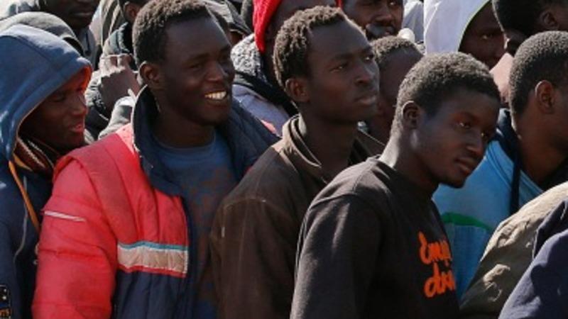 Italy migrants make land