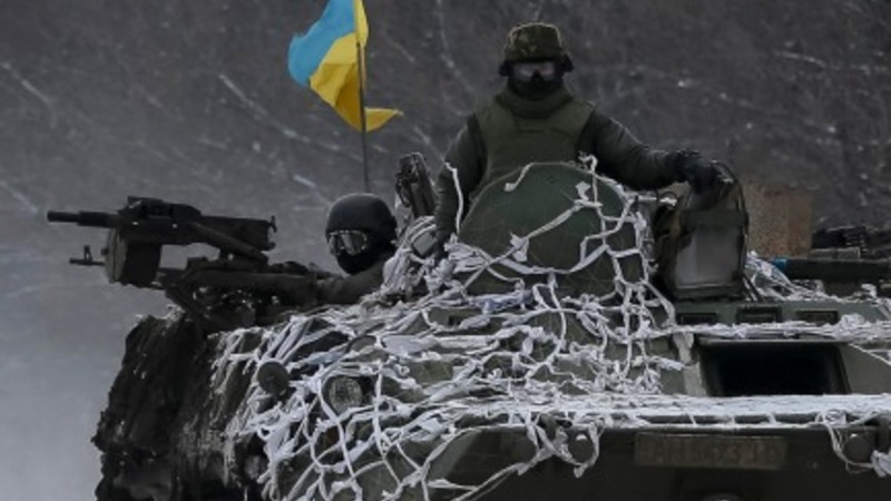 Ukrainian forces start to quit besieged town