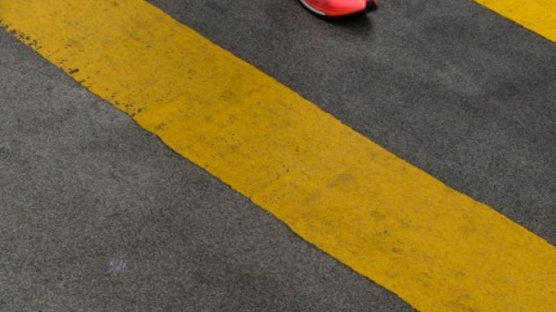 Kenyan runner crawls to victory