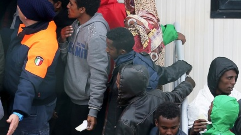 Migrant wave swamps Italian coast