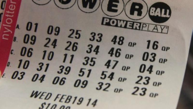 188 mln dollars 'won't change' lottery winner