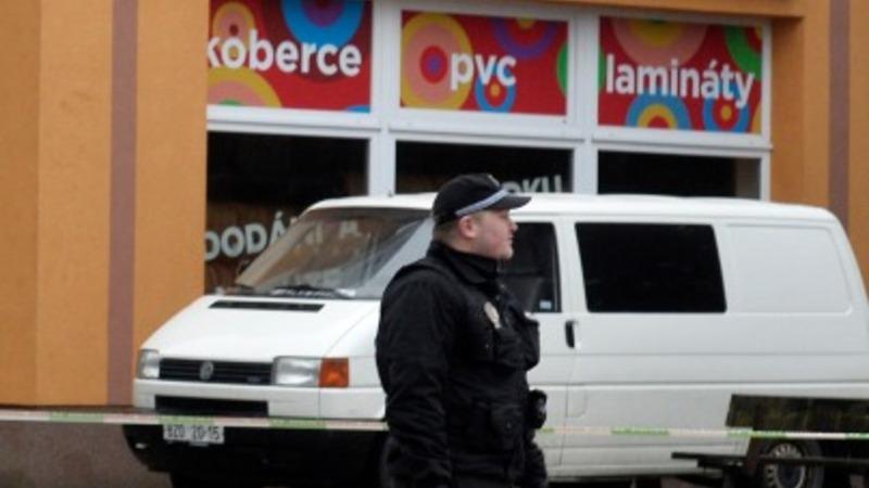 Lone gunman kills 8, himself in Czech café