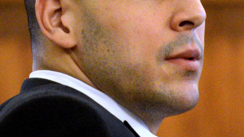 Hernandez sent urgent texts on night of murder