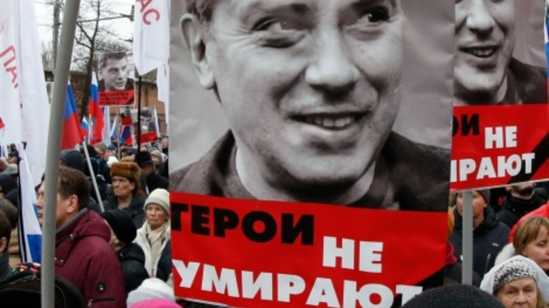 Thousands march in Moscow to mourn Nemtsov