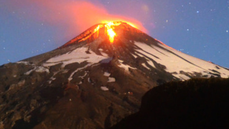 Thousands evacuate in Chile after volcano erupts