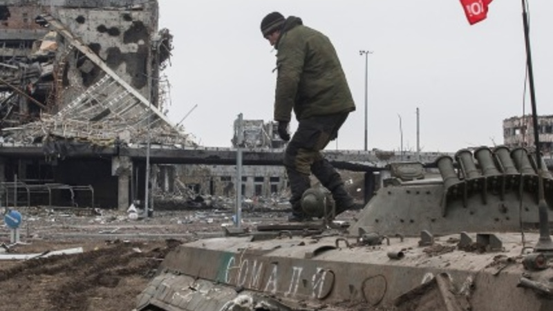 Shelling persists near Ukraine airport