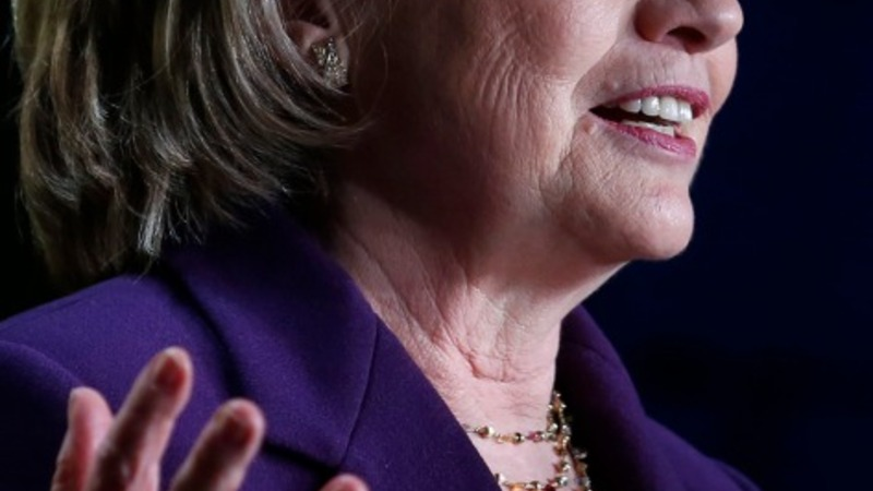 Hillary taps mood for equal pay shown in poll