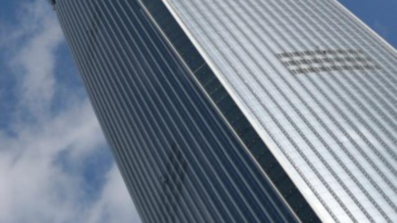 Seoul skyscraper rises in cloud of fear