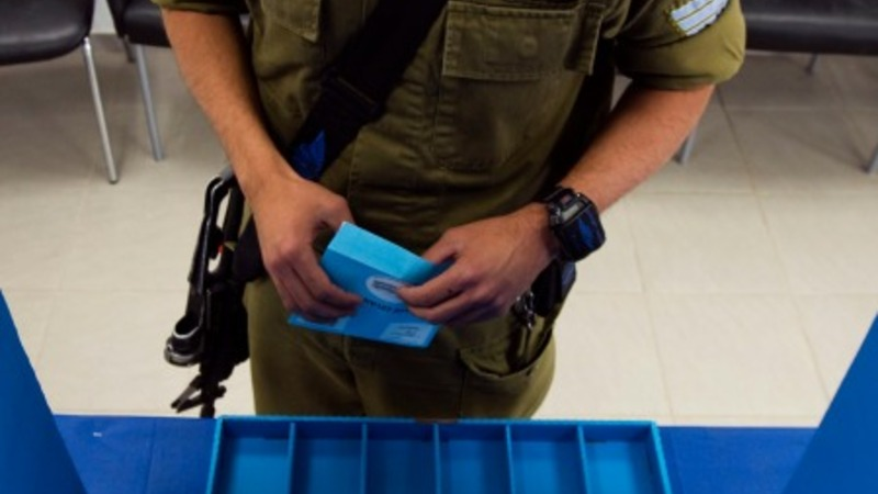 Soldiers vote first in Israeli elections