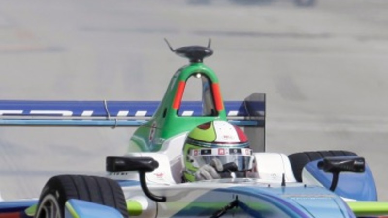 U.S. holds first electric car race