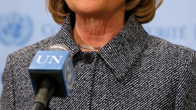 Clinton sinks in new poll after email uproar