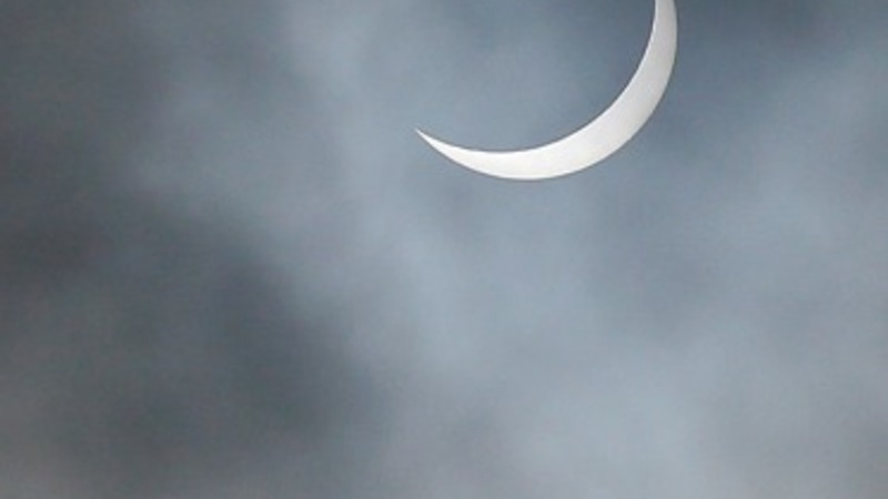 Solar eclipse casts UK into shadows