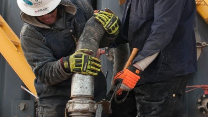 Obama sets tough rules on fracking