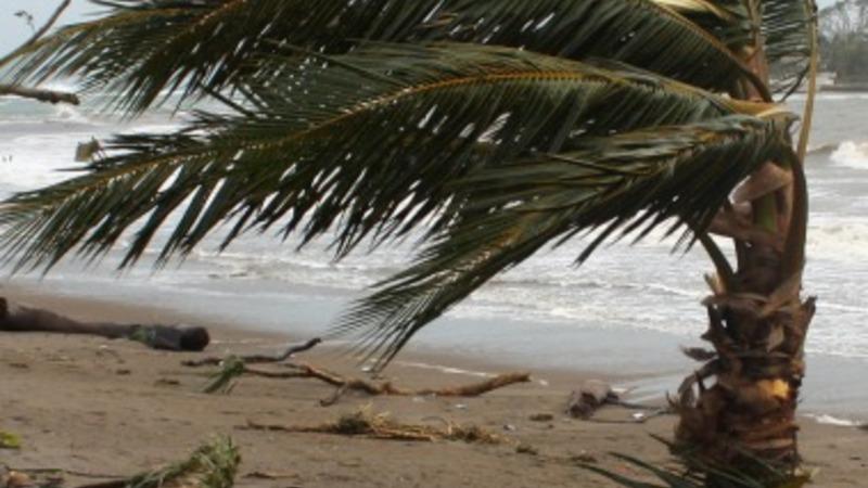 Aid slow to reach Vanuatu islands