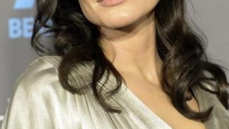 Angelina Jolie has ovaries removed