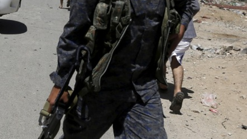 Saudis begin air strikes on Houthis in Yemen