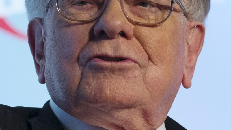 Buffett talks autos, economy and Iran