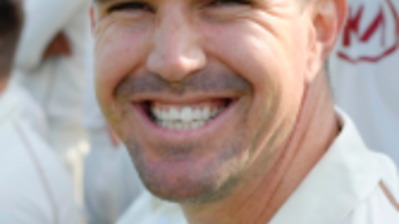 Pietersen begins bid for England cricket recall