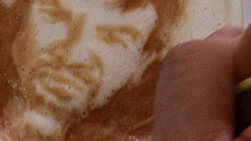 Filipino barista creates caricatures in foam
