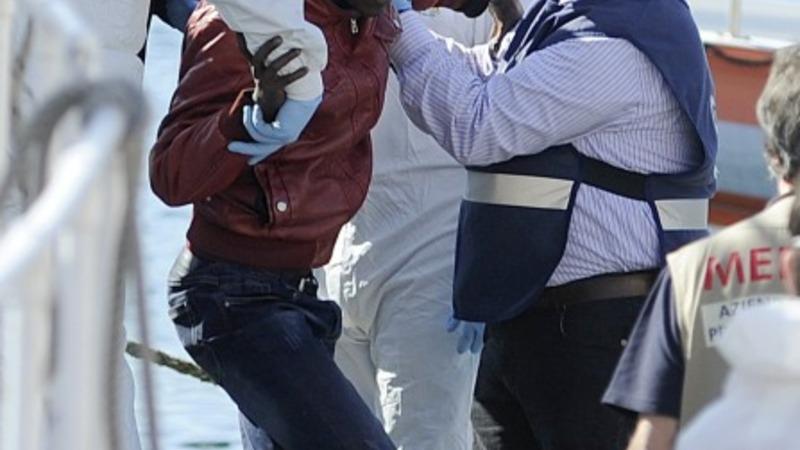 EU under pressure after 700 migrants drown