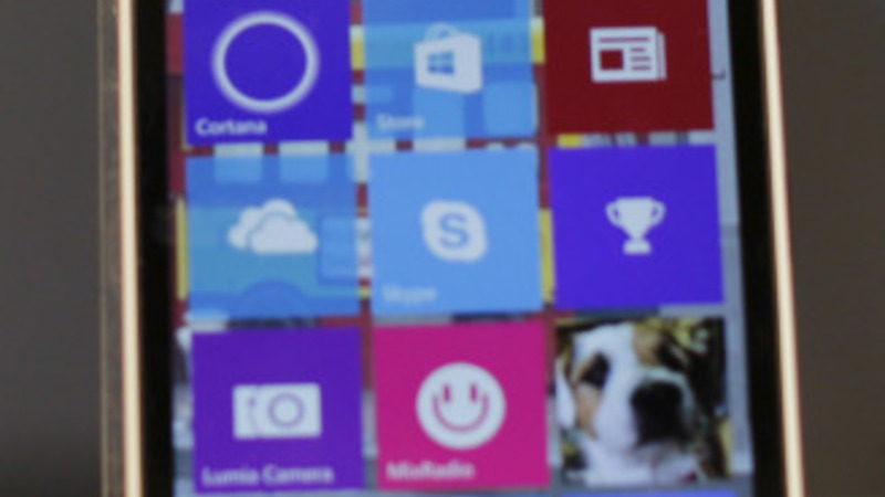 Microsoft embraces Android, Apple apps