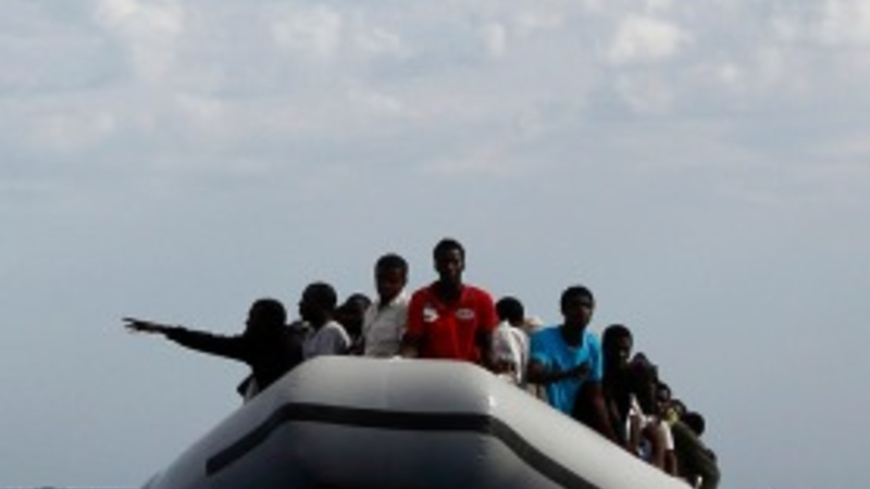 Thousands more migrants rescued in Med