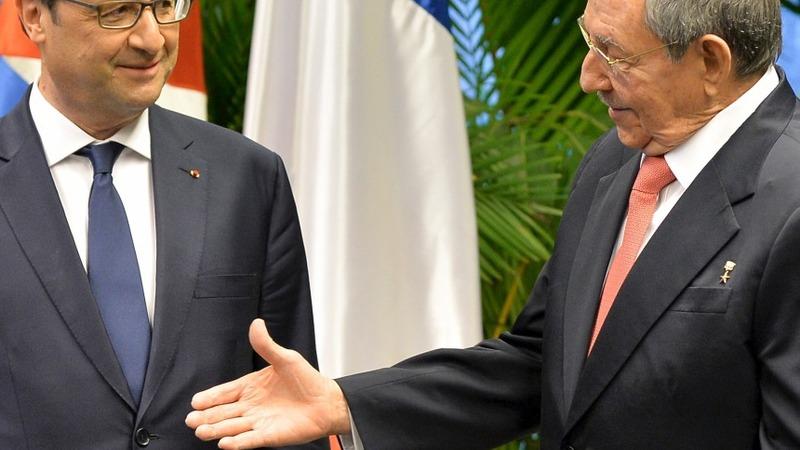 Hollande hits Havana, meets two Castros
