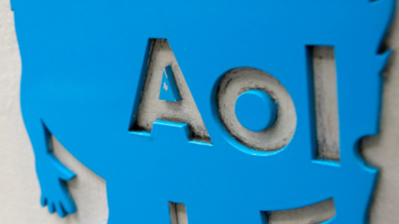 Critics pick apart Verizon-AOL hook up