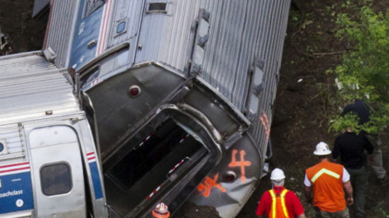 Amtrak engineer under scrutiny in crash