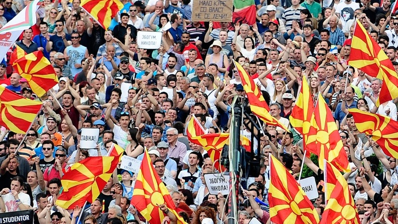 Macedonian protesters set up camp