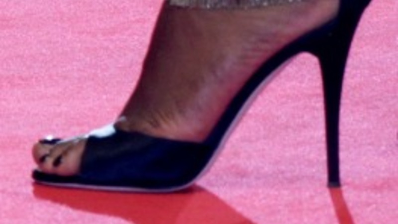 """Well-heeled Cannes in """"flats-gate"""""""