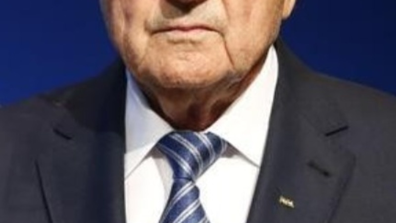 FIFA chief Blatter steps down