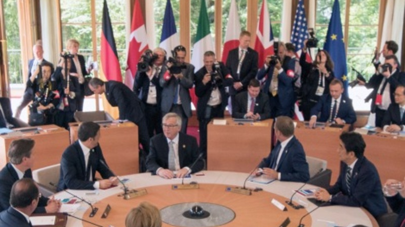G7 leaders urge tough line on Russia