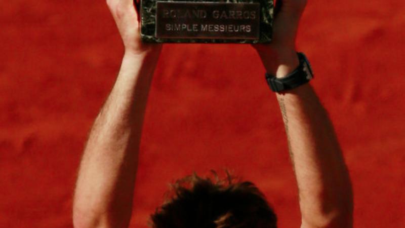 Wawrinka upsets Djokovic in French Open final