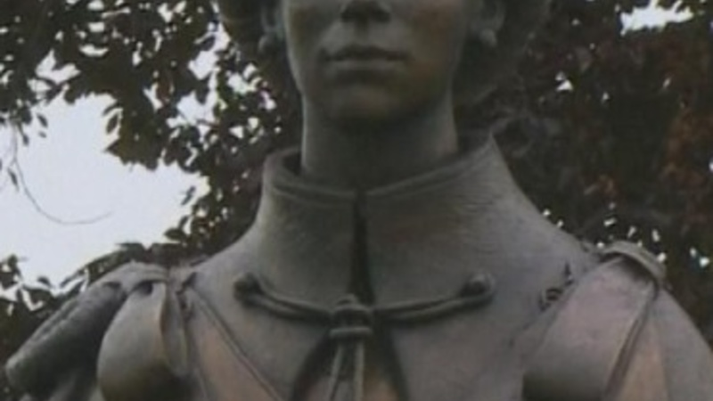 Magna Carta Queen statue unveiled