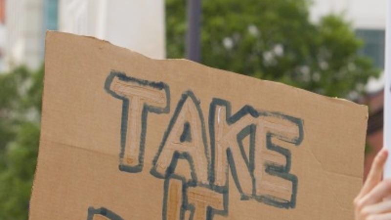 Charleston reignites Confederate flag debate