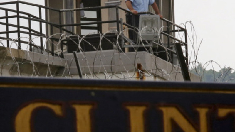12 suspended from NY jail after escape