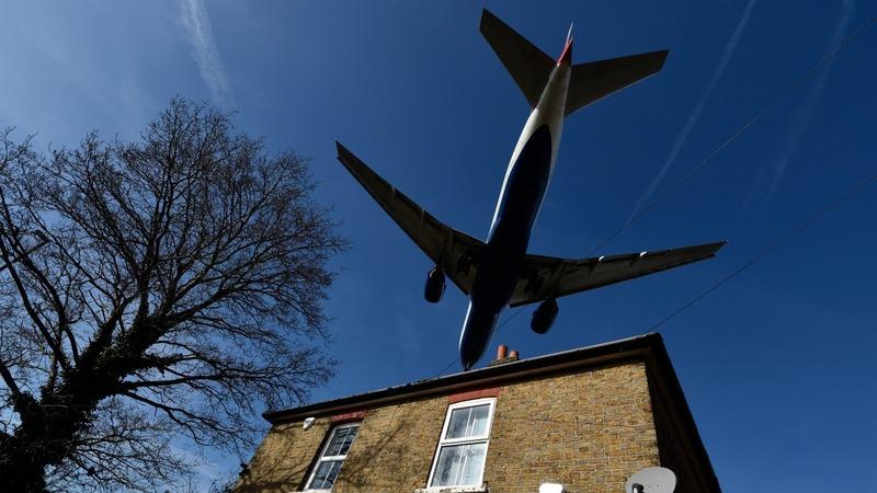 Heathrow wins new runway backing
