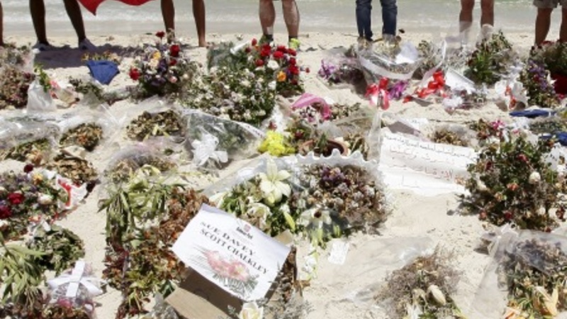 Britons desert Tunisia after terror warnings