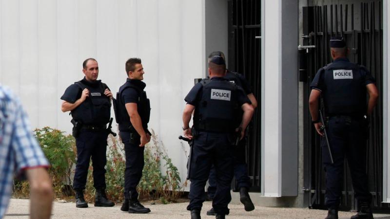 French police seek mystery gunmen