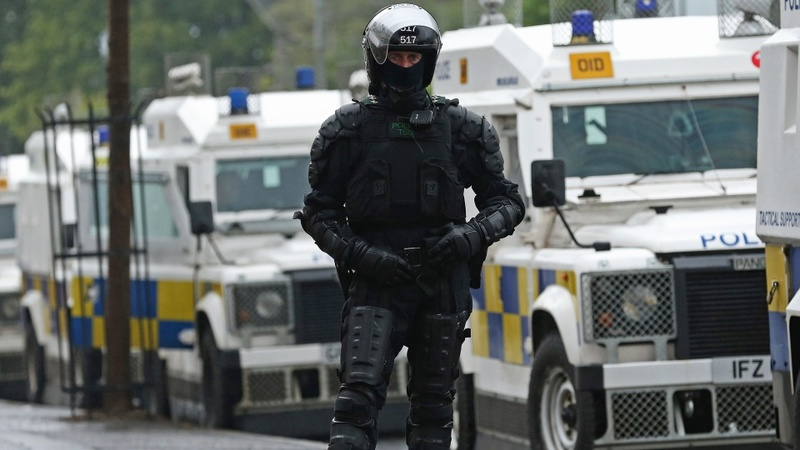 Violence breaks at Belfast parade